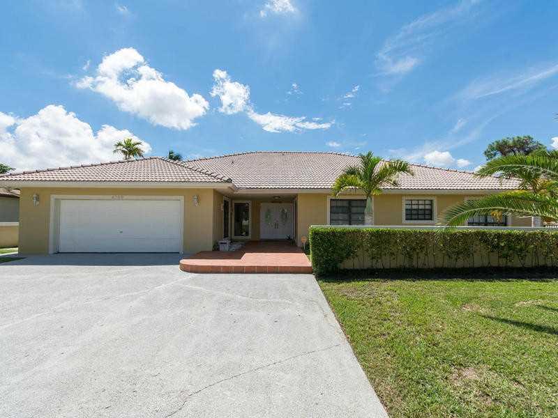 6760 N Augusta Dr, Hialeah, FL 33015