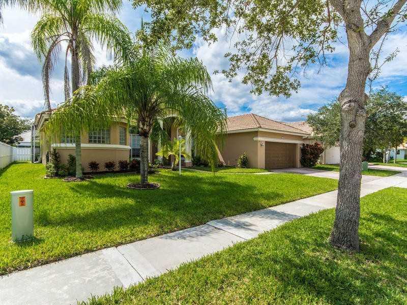 Real Estate for Sale, ListingId: 35892797, Pembroke Pines,FL33028
