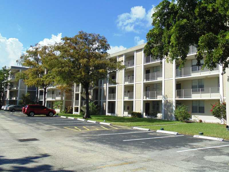 2900 NW 48th Ter, Lauderdale Lakes, FL 33313