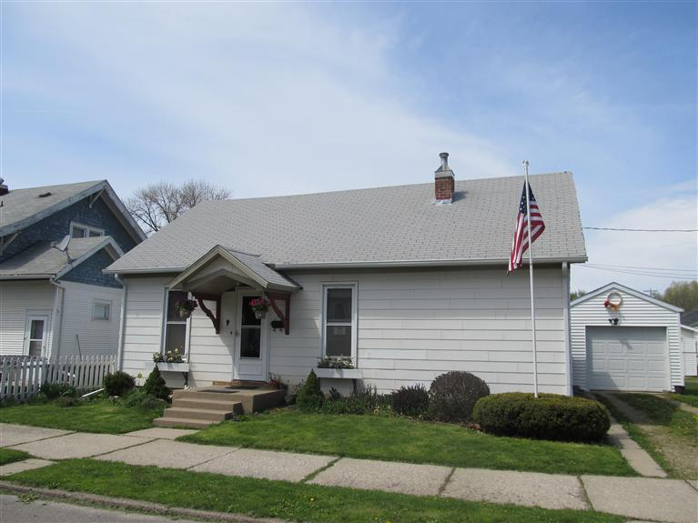 9 W North St, Marshalltown, IA 50158