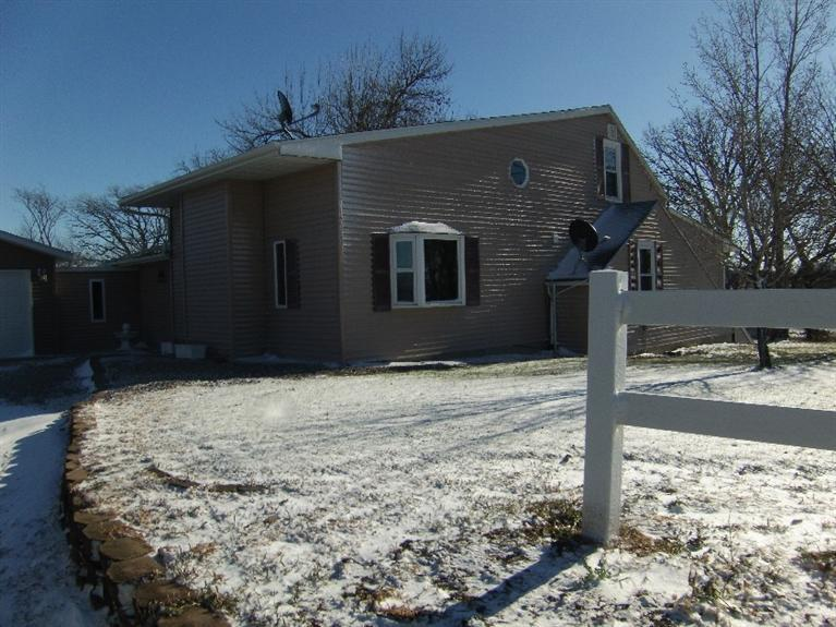 Image of Residential for Sale near Montour, Iowa, in Tama county: 10.00 acres
