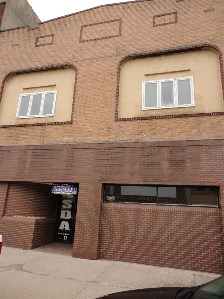 6 W Main St, Marshalltown, IA 50158