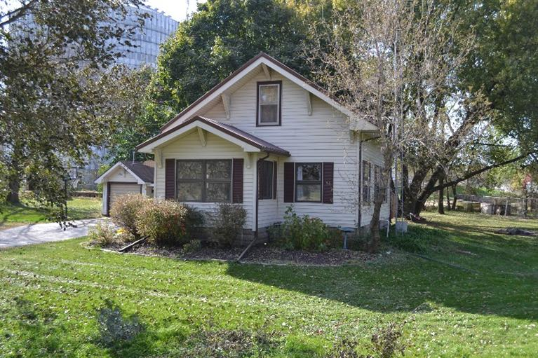 Image of Residential for Sale near Gladbrook, Iowa, in Tama county: 2.81 acres