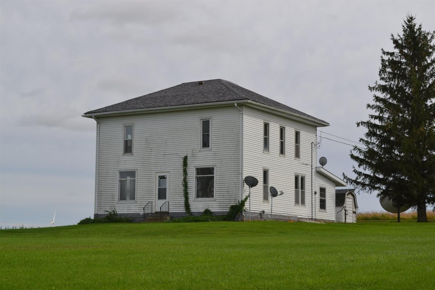 Image of Residential for Sale near Gladbrook, Iowa, in Tama county: 3.85 acres