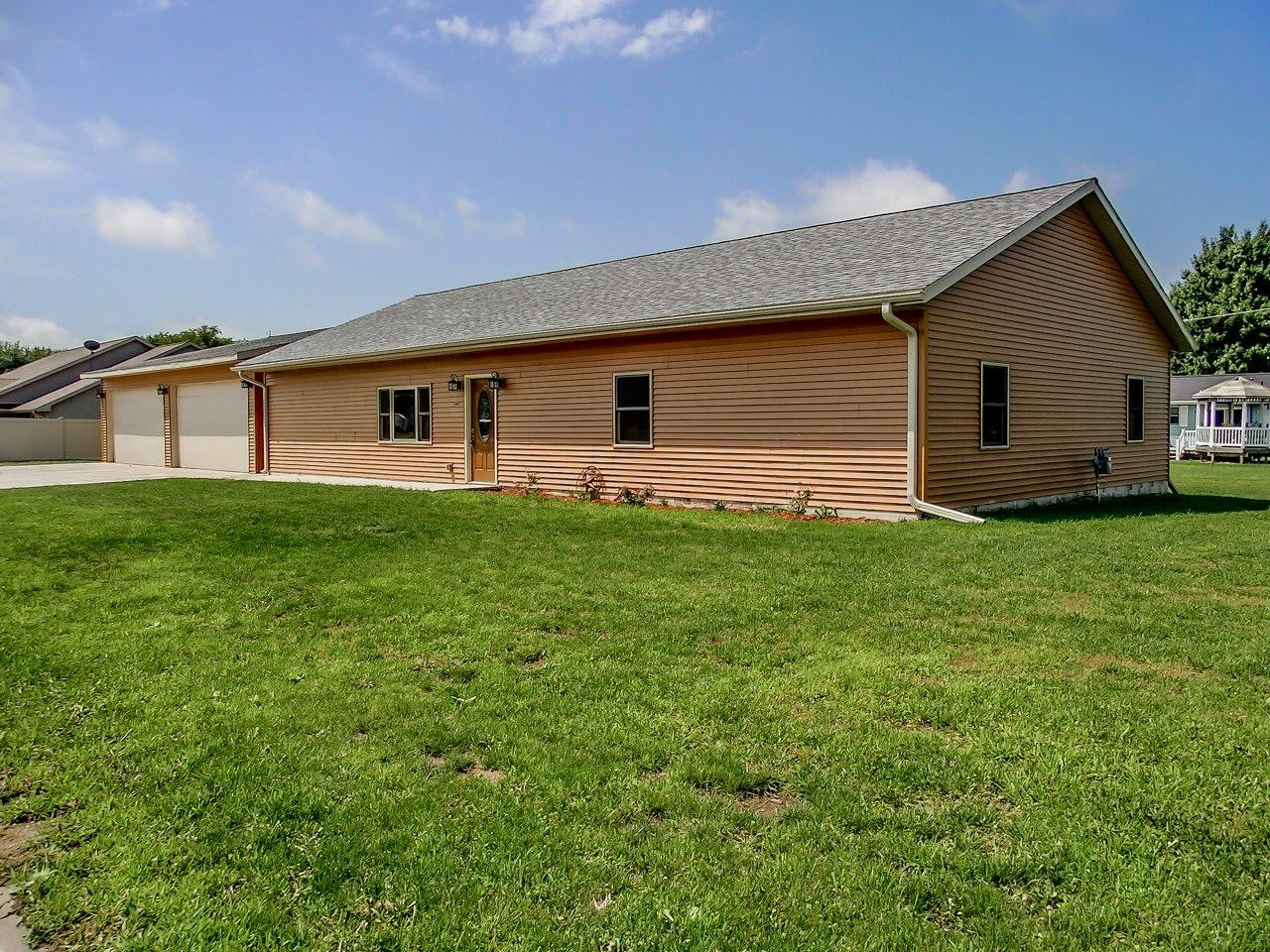 Photo of 1309 Trojan Road  Tama  IA