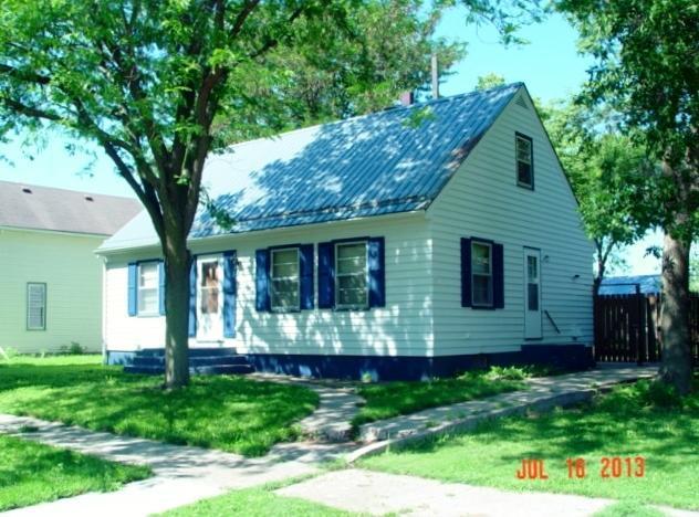 303 Grant Ave SE, Wagner, SD 57380