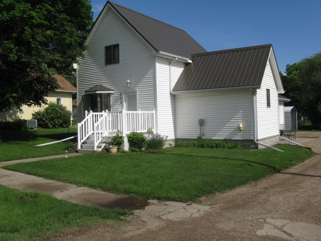 202 E Farmer Ave, Howard, SD 57349