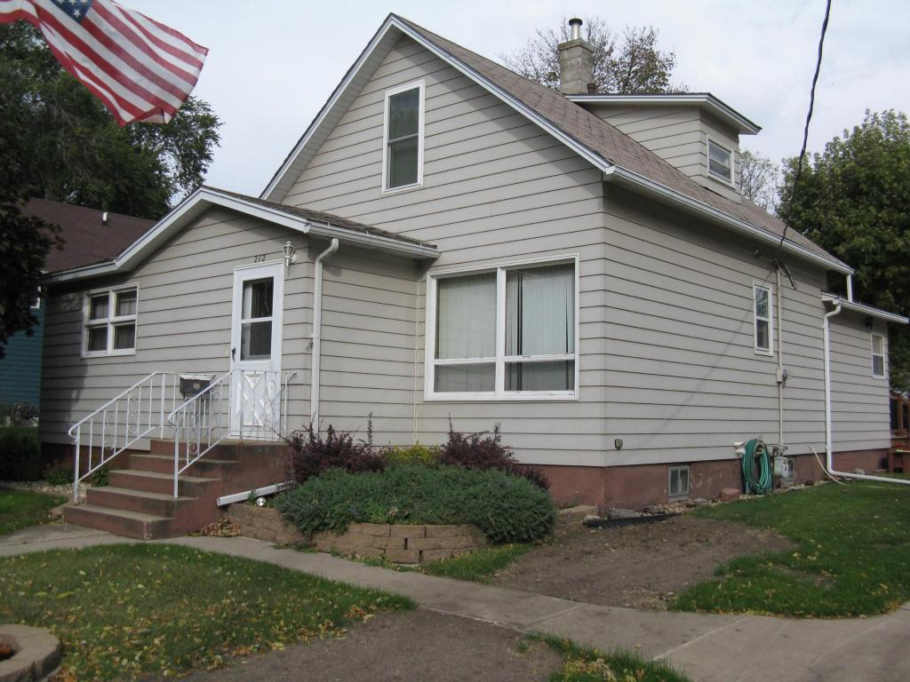 212 E College Ave, Howard, SD 57349