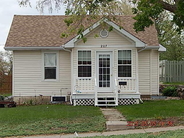 207 E Beebe Ave, Chamberlain, SD 57325