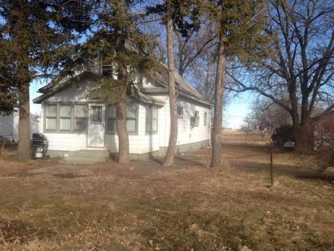 412 Barrett Ave N, Wessington Springs, SD 57382