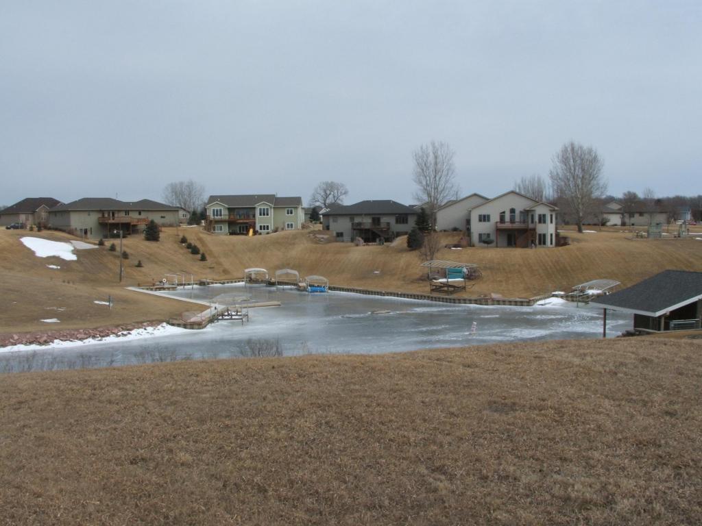 Canal Cir, Mitchell, SD 57301