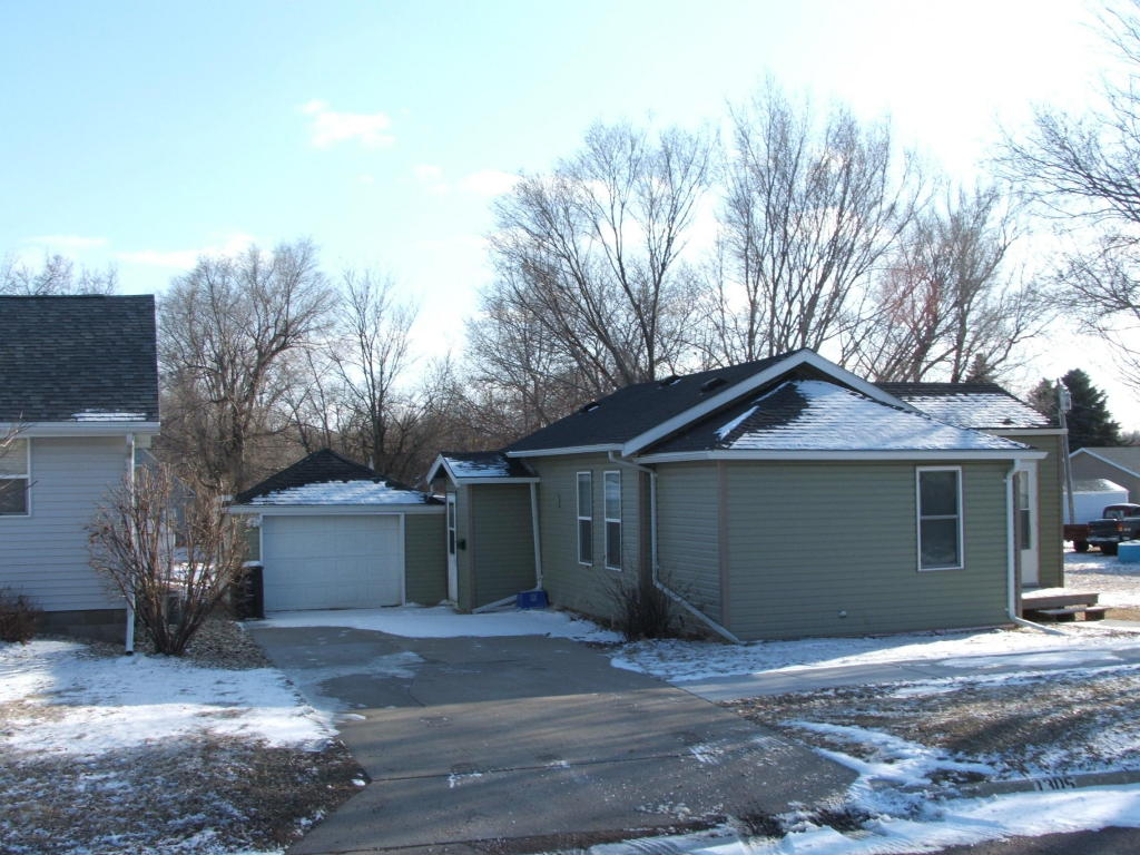 1305 W 4th Ave, Mitchell, SD 57301