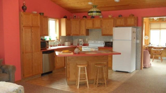 W8533 Bearview Rd, Amberg, WI 54102
