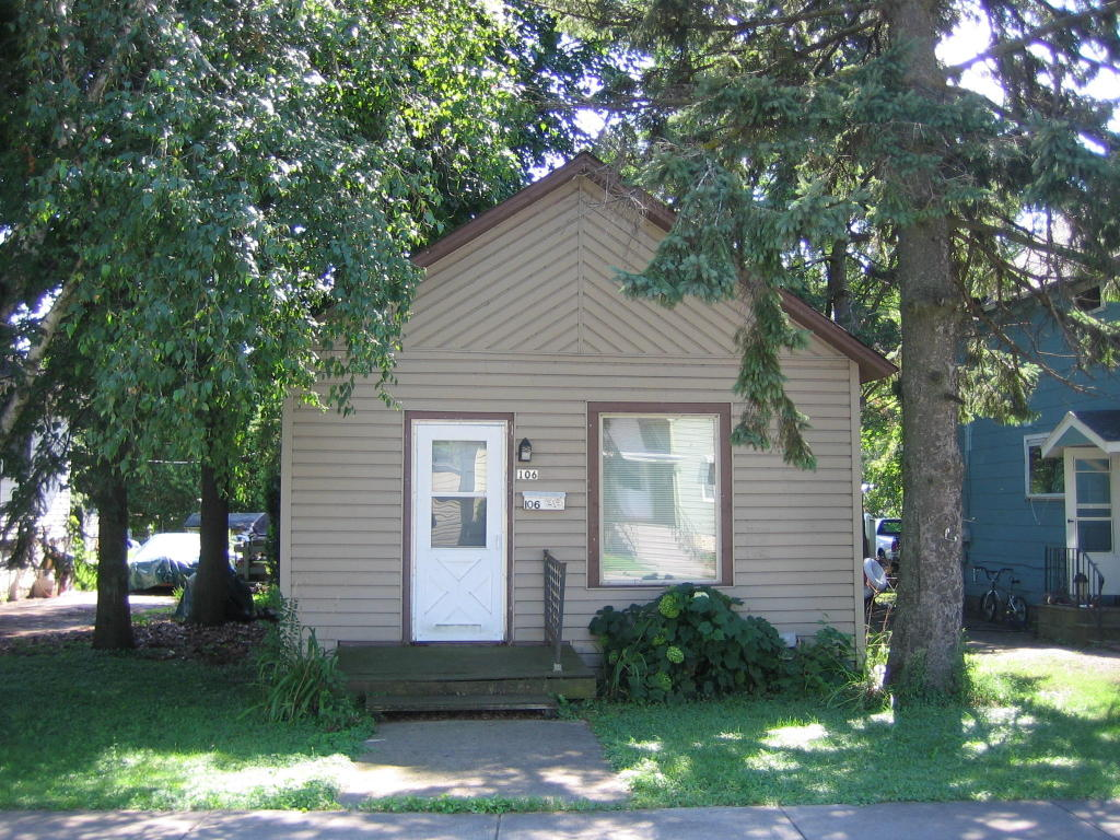 Photo of 106 Lake Street  Marinette  WI
