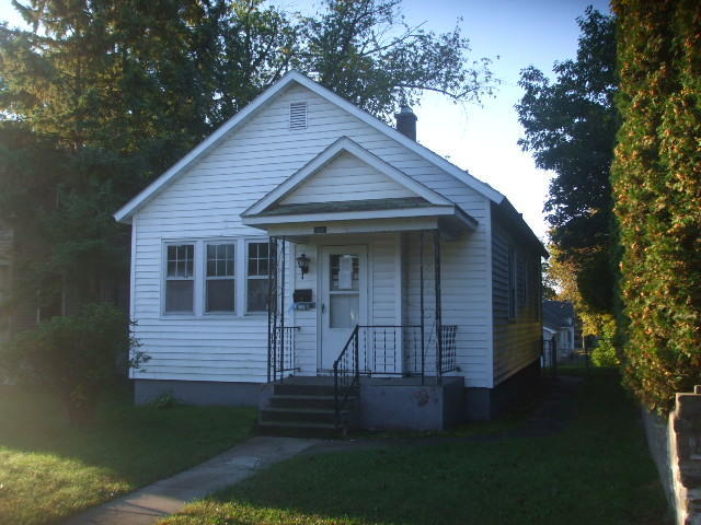 Photo of 1015 8TH Avenue  Escanaba  MI
