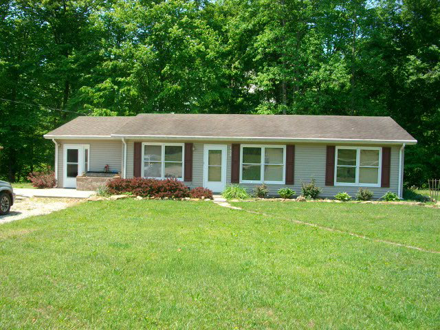154 White Pine Rd, Beattyville, KY 41311