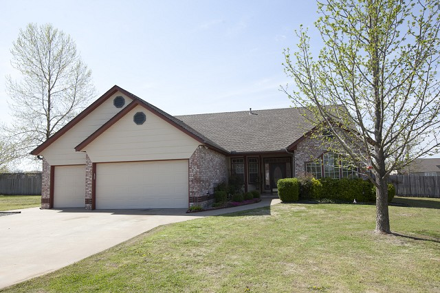10886 E Canyon Oaks Rd, Claremore, OK 74017