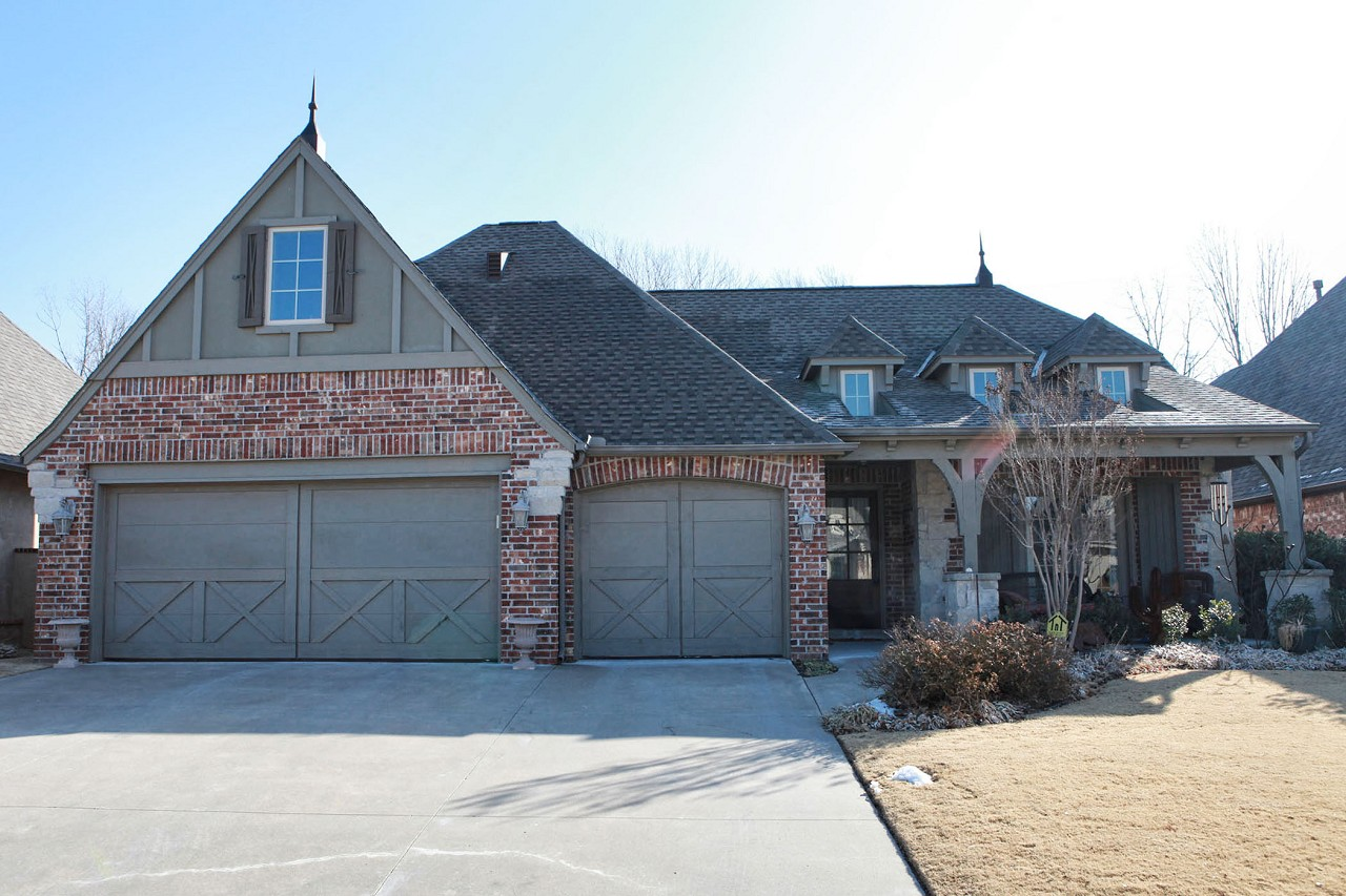 Single Family Home for Sale, ListingId:26845665, location: 9329 S 76th East Avenue Tulsa 74133