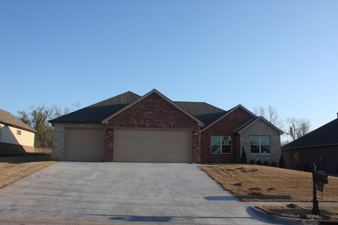 Single Family Home for Sale, ListingId:27700287, location: 2422 W Little Rock Place Broken Arrow 74011