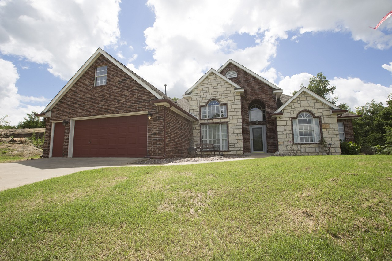Featured Property in COLLINSVILLE, OK, 74021