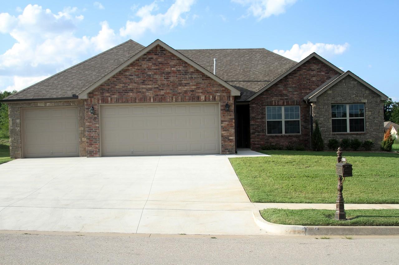 Single Family Home for Sale, ListingId:29473253, location: 2406 W Little Rock Place Broken Arrow 74012