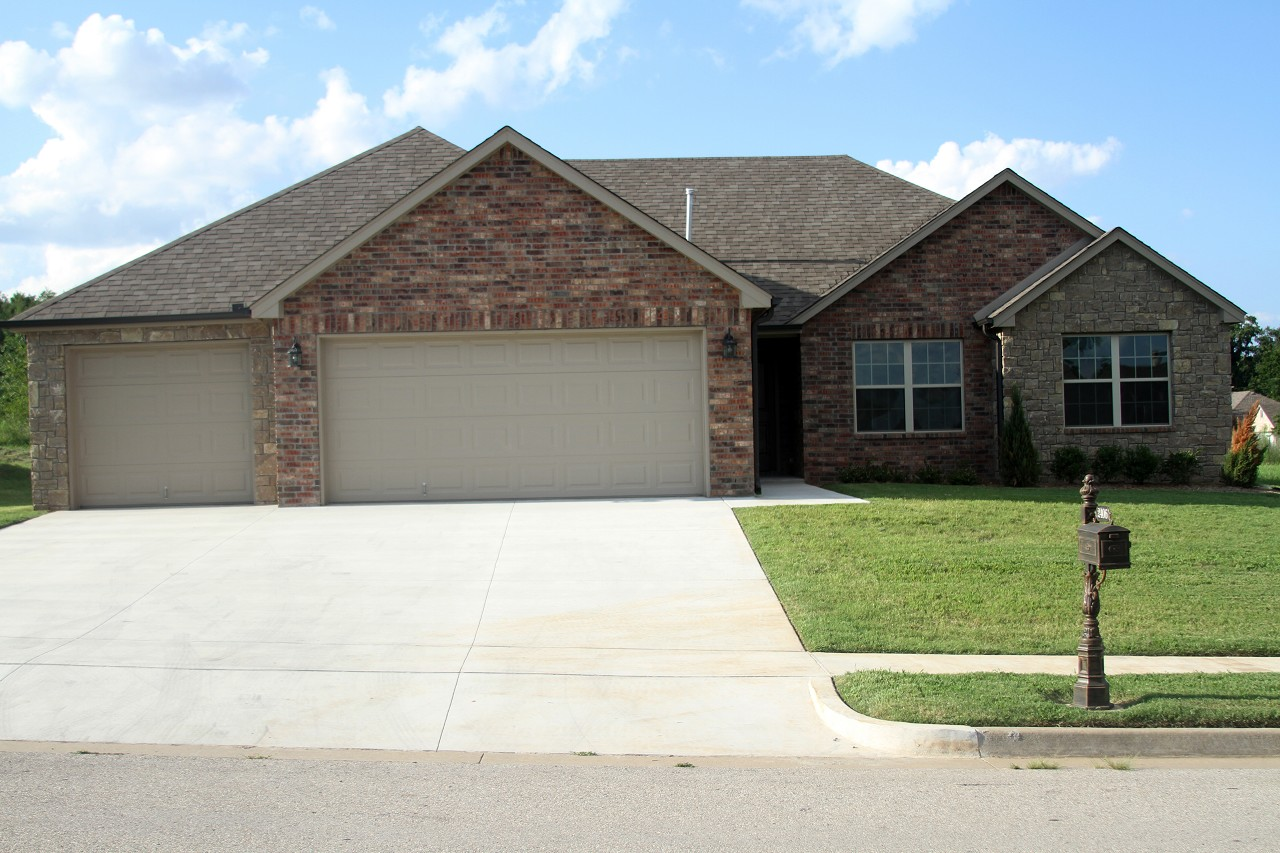 Single Family Home for Sale, ListingId:29473253, location: 2406 W Little Rock Place Broken Arrow 74012