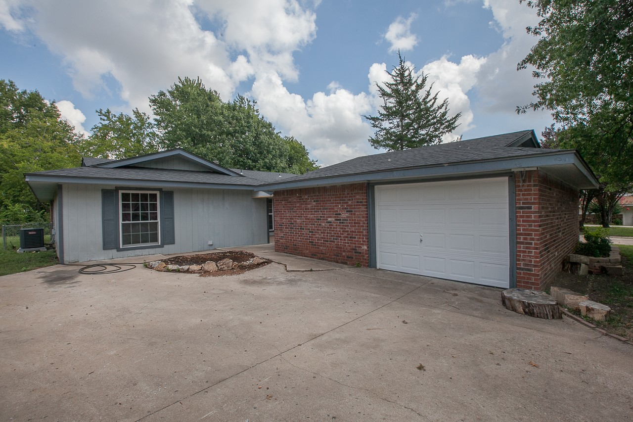 Single Family Home for Sale, ListingId:30018288, location: 6927 E 72nd Street Tulsa 74133