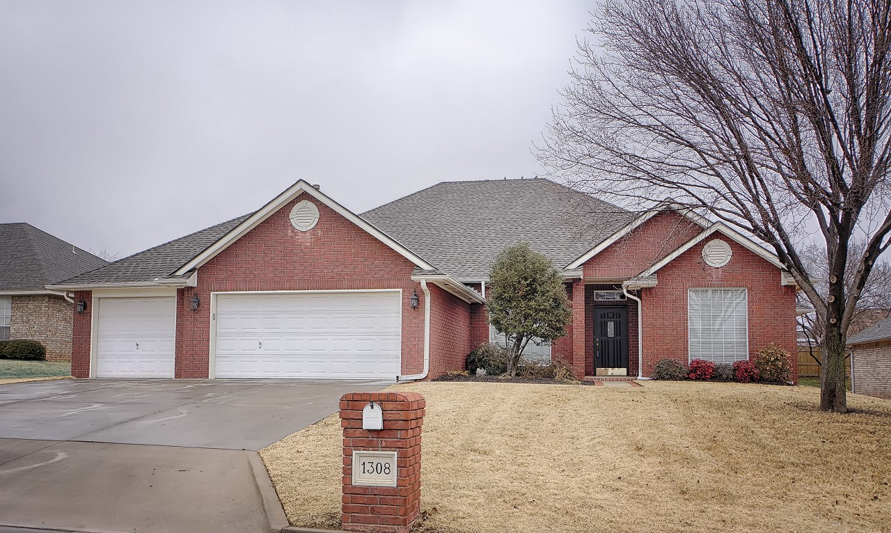 1308 Nottingham Cir, Shawnee, OK 74804