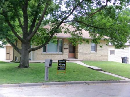 2443 S 38th St, Lincoln, NE 68506