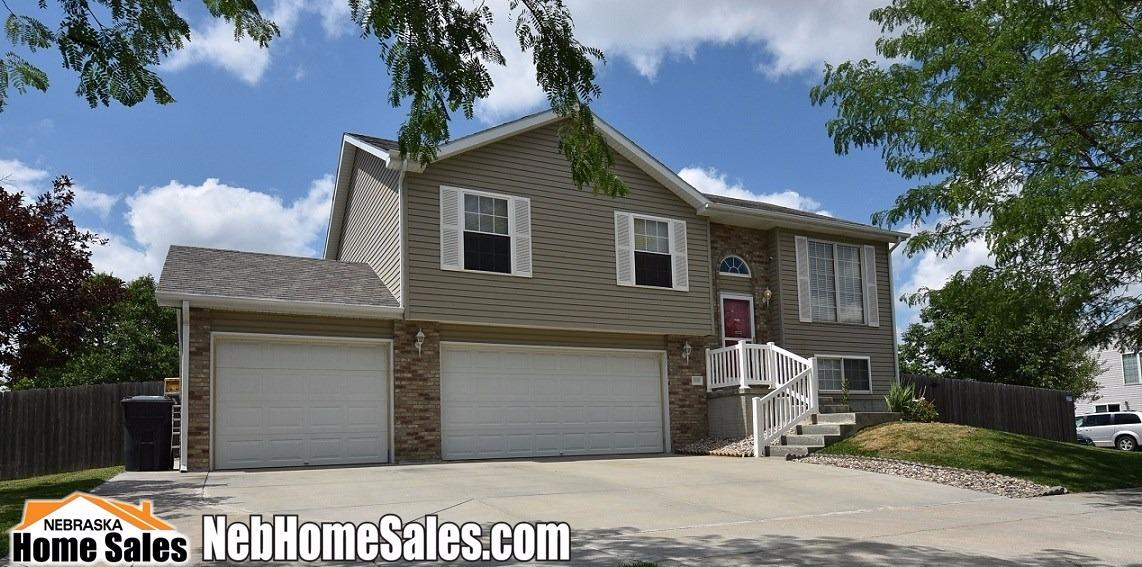 Detached Residential, SplitFoyer - Lincoln, NE (photo 2)