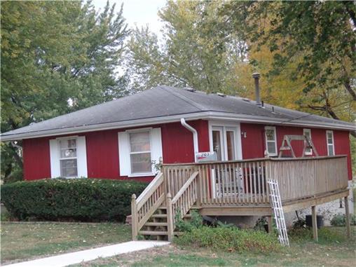 2103 Lipper Ave, Higginsville, MO 64037