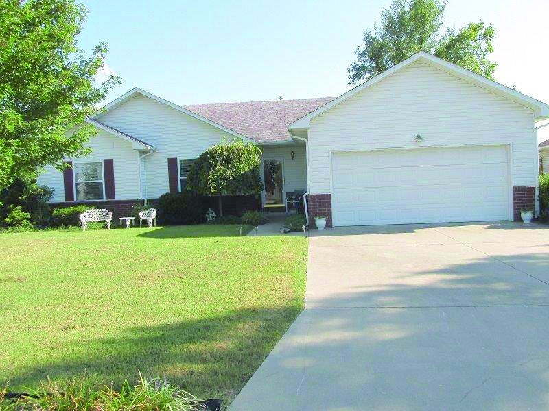 1226 Douglas Ct, Carthage, MO 64836