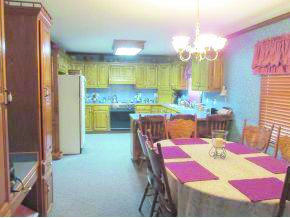 1331 E Highland Ave, Carthage, MO 64836