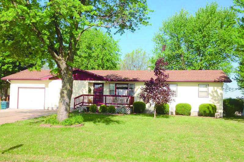 306 Pleasant Dr, Monett, MO 65708