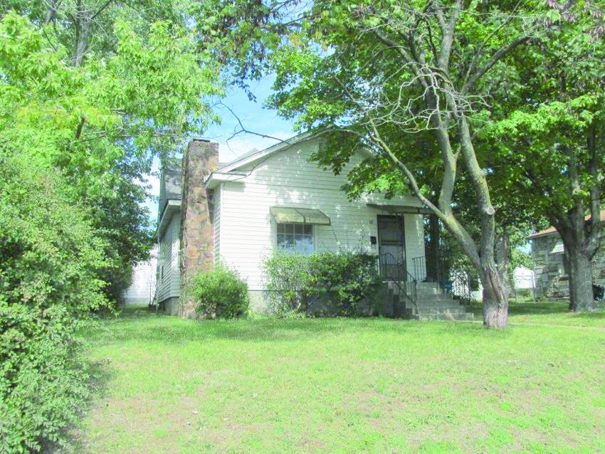 1207 Oak St, Carthage, MO 64836