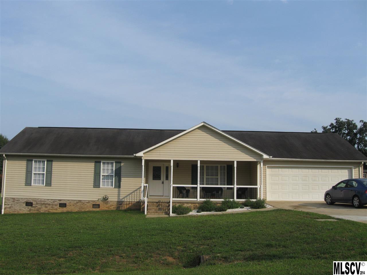 8232 Cedar Bark St, Hickory, NC 28602