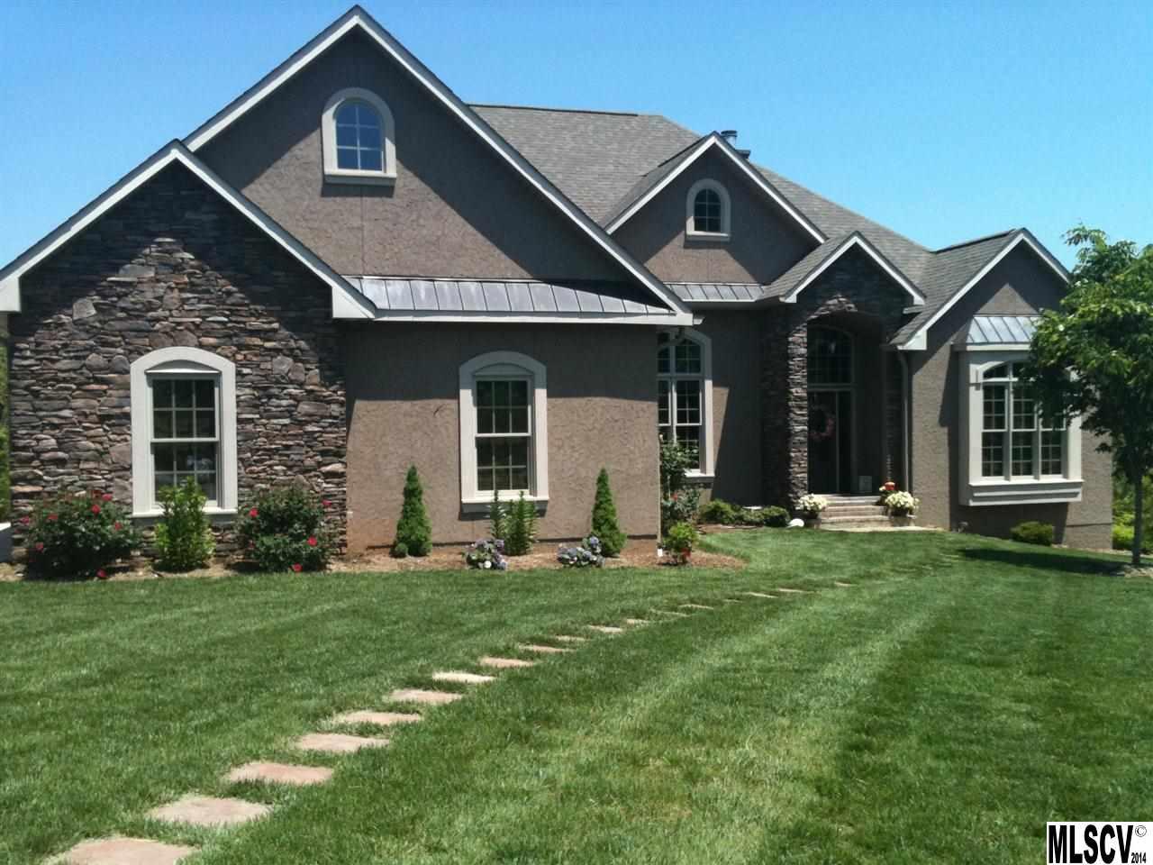 5810 Walnut Grove Ln, Hickory, NC 28602
