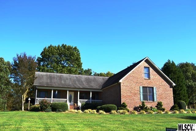 1128 Oak Creek Dr, Conover, NC 28613