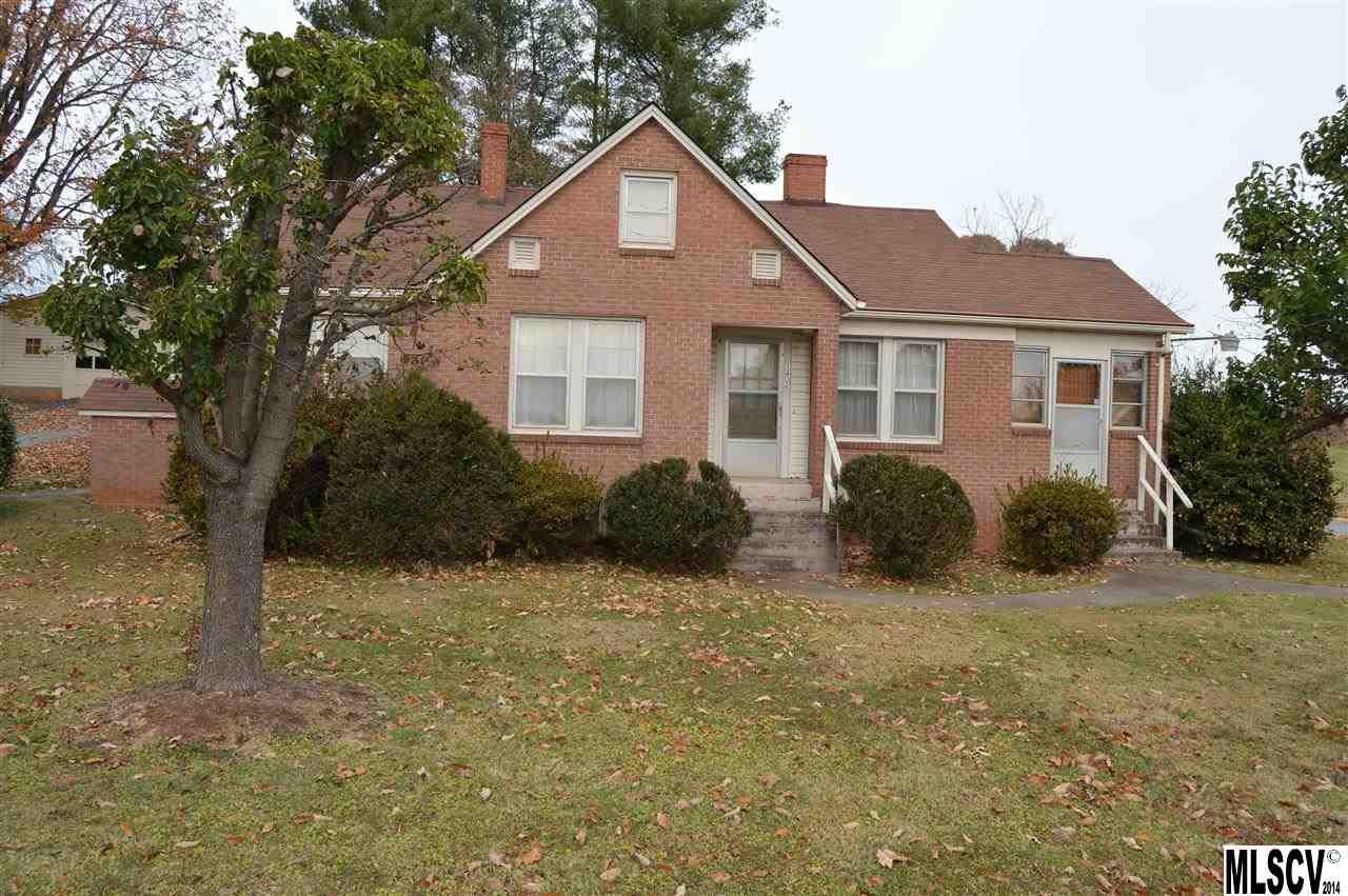 1402 1st St W, Hickory, NC 28601