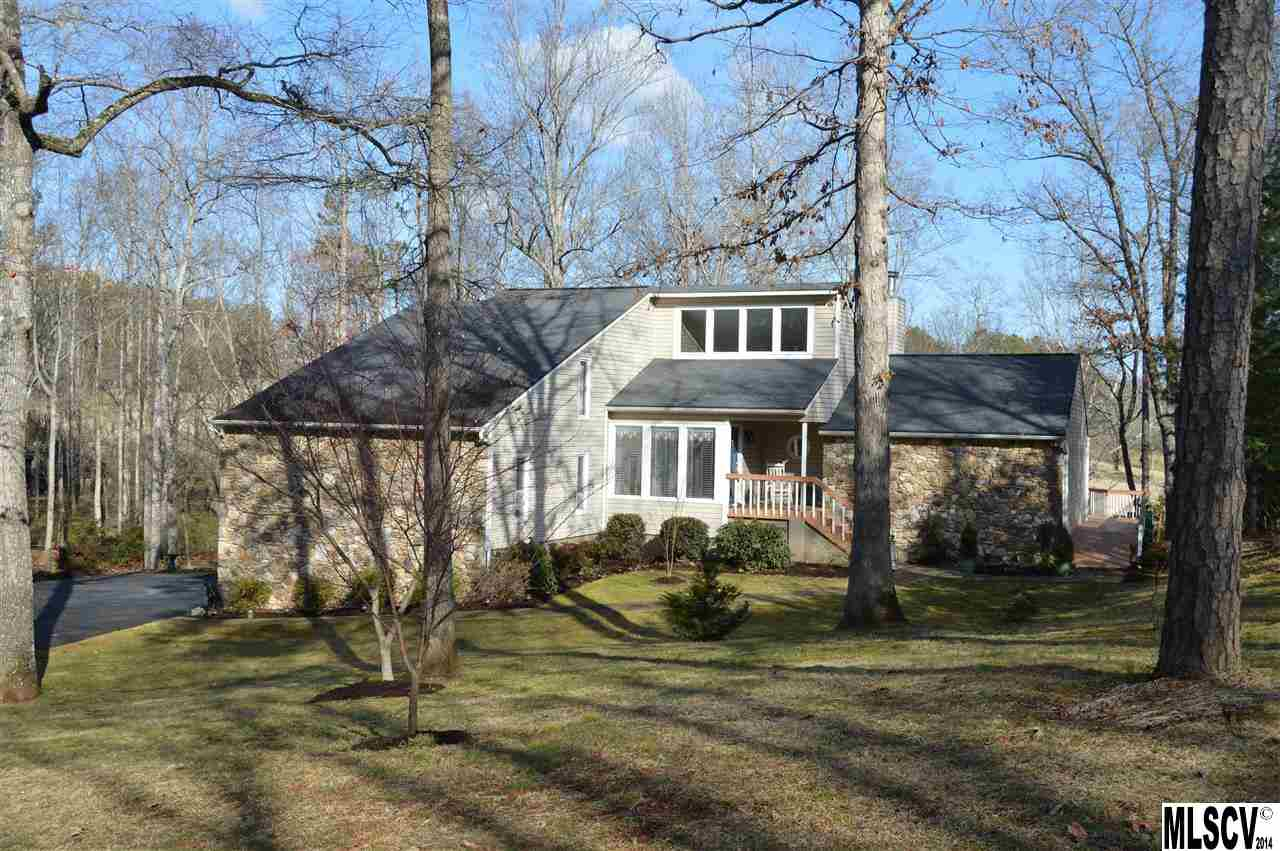 3825 Pinecrest Dr Ne, Hickory, NC 28601