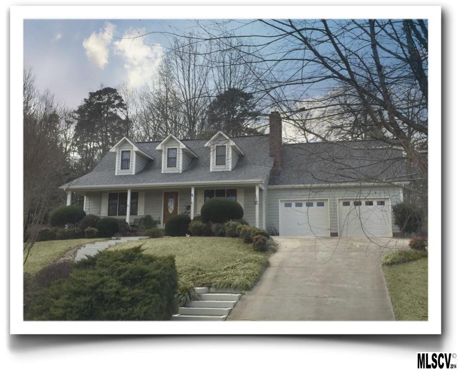6073 Gold Creek Estates Dr, Hickory, NC 28601