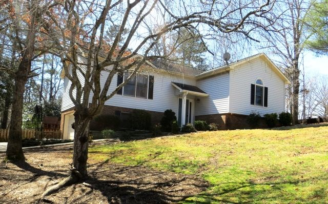 120 Forest Oaks Ln, Hickory, NC 28601