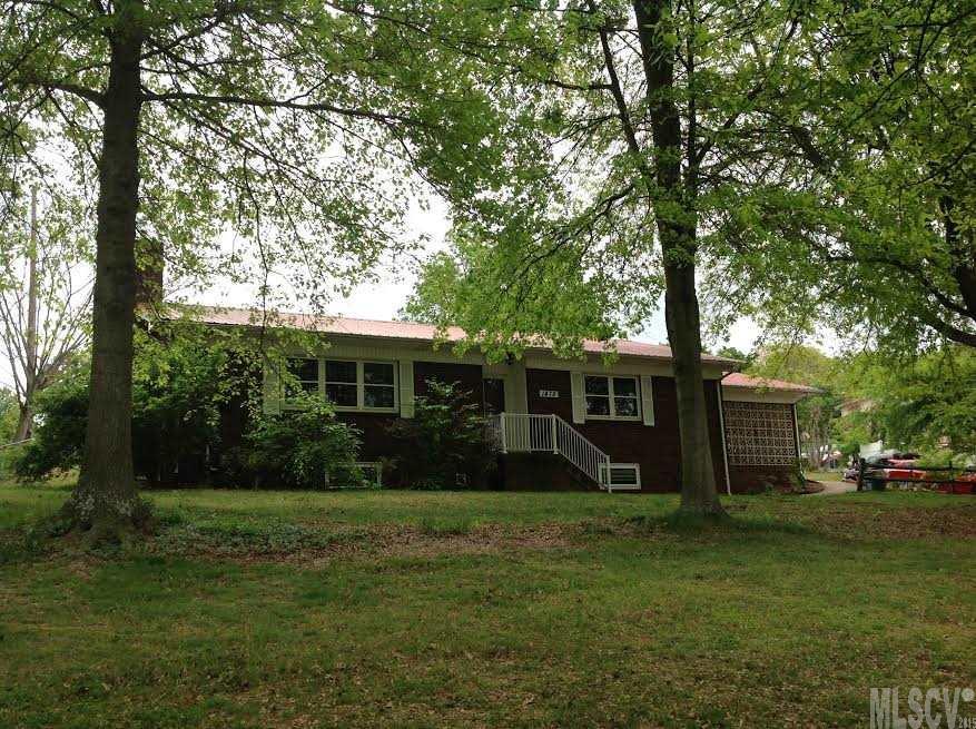 1475 Old Lenoir Rd, Hickory, NC 28601
