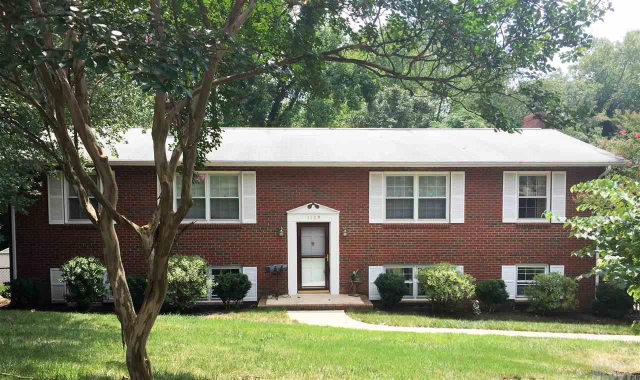 1109 16th Avenue Pl NW, Hickory, NC 28601