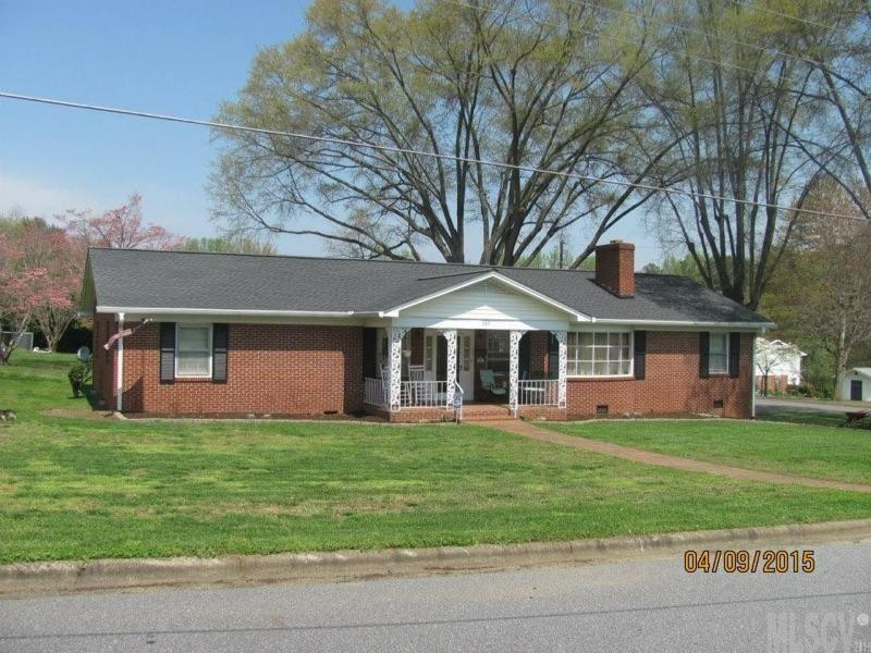 3212 6th Ave Sw, Hickory, NC 28602