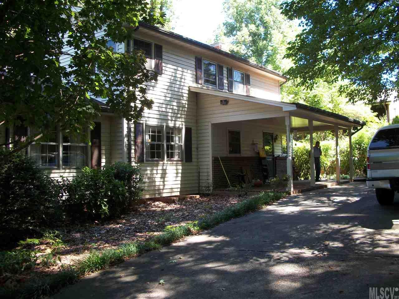 811 Oak St, Newton, NC 28658