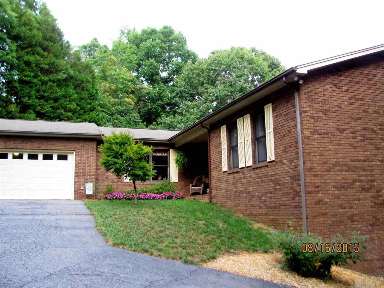 7505 Woodland Hills Rd, Hickory, NC 28602