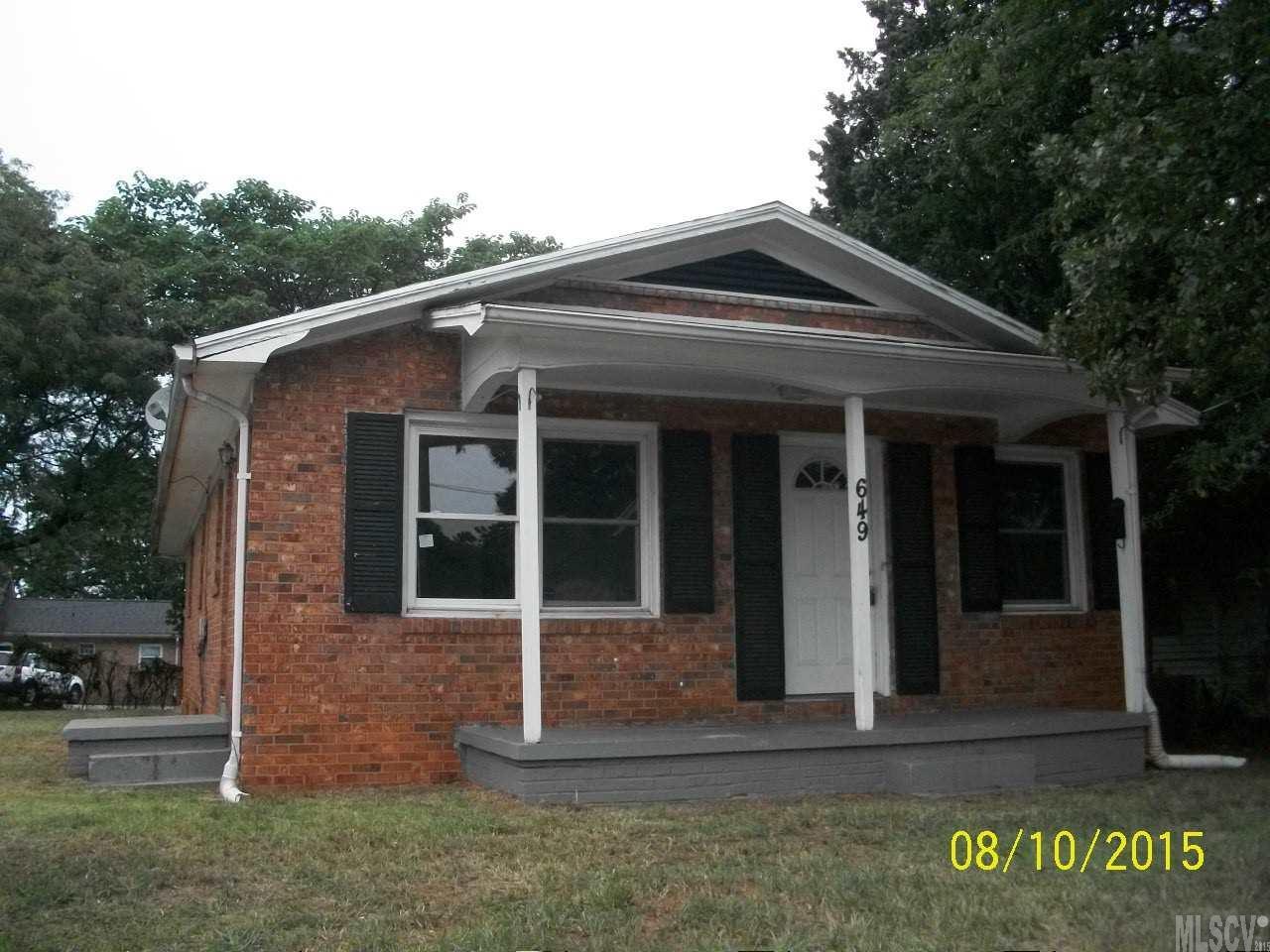 649 1st Ave SE, Hickory, NC 28602
