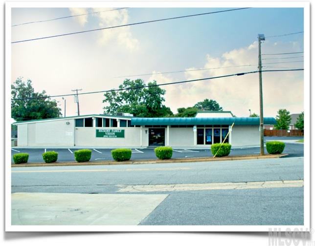 27 13th Ave Ne, Hickory, NC 28601