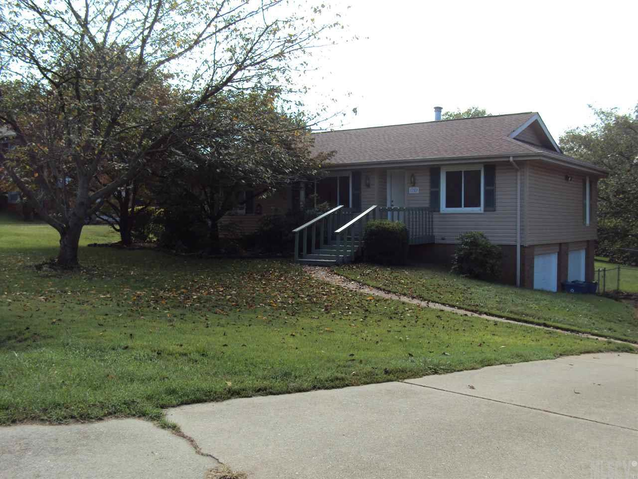1789 Woodridge Cir, Hickory, NC 28602